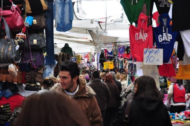 سوق الجمعة الذي يقع في منطقة فندق زادة